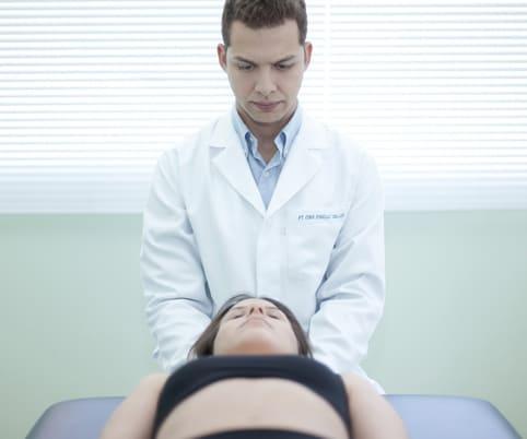 Médico tratamento paciente